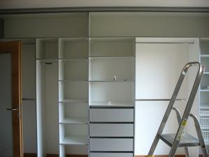 montujeme skříně-naše první -po sedmi letech