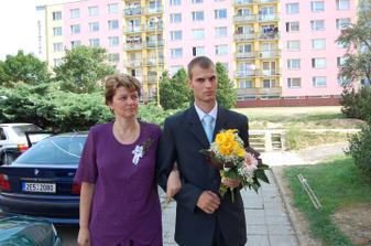 u nevěsty před domem