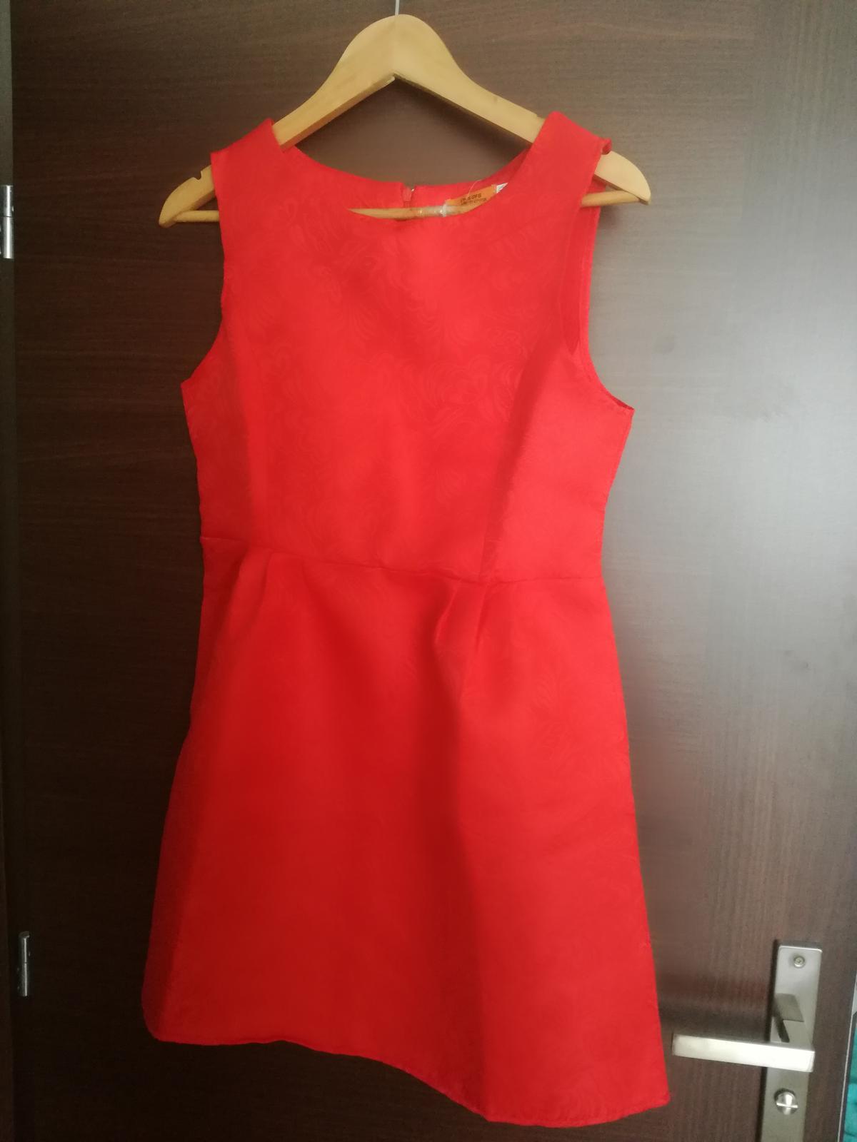 Červené šaty so vzorom M-L - Obrázok č. 1
