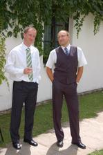 ženich se starším bratrem