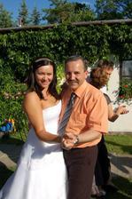 nevěsta s tatínkem ženicha při tanci