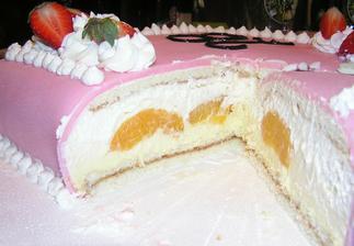 vanilkový krém, ovoce, šlehačka... mňam, náplň vhodná na poslední patro svatebního dortu