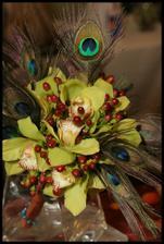 kytka bude trochu netradičná sama som zvedavá ako to dopadne, kalie s orchideou ktomu pávie perá a do dlžky....tak uvidime :o)