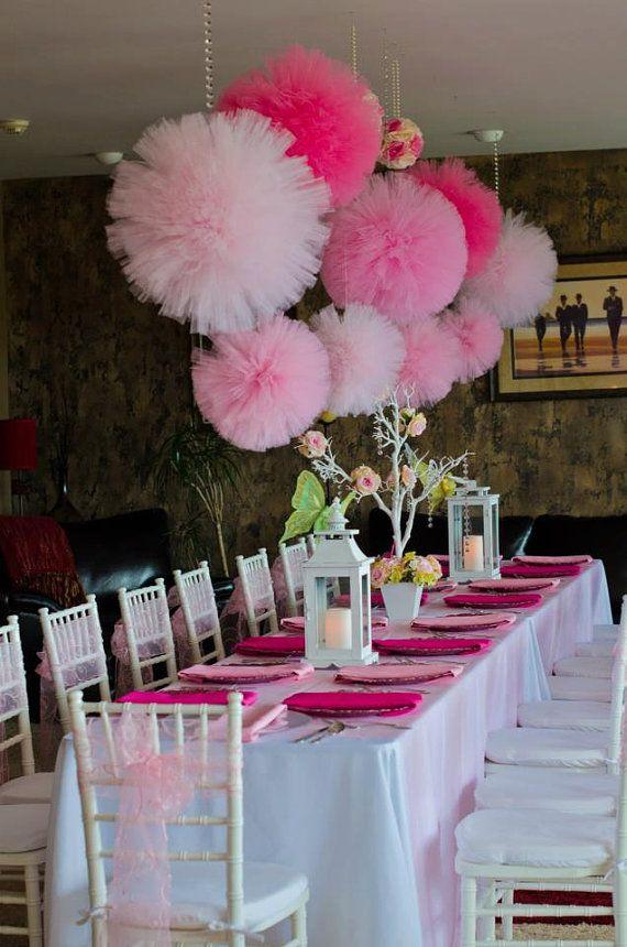 Svadba nemusí byť drahá - počíta sa nápad! :) - Pom pomy z tylu! su krasne a originalne, u nas kupite 9 m balenie tylu len za 3,3 € www.svadobne-doplnky.sk