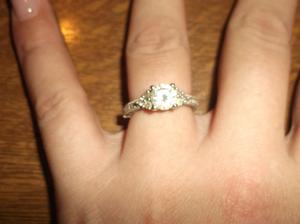 Můj krásnej zásnubní prstýnek (jsem na kamínky)