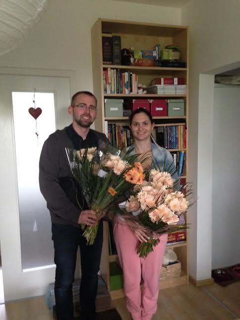 Prípravy - užívanie plnými dúškami! - úspešne sme vykúpili všetky marhuľkové gerbery v bratislavských lidloch dva dni pred svadbou :D