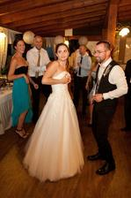 áno, pri tanci mi kúsok padali šaty :D
