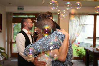 Bublifuky boli super :) a srdečné objatie od druhého muža môjho života a svedka zároveň ešte lepšie :)