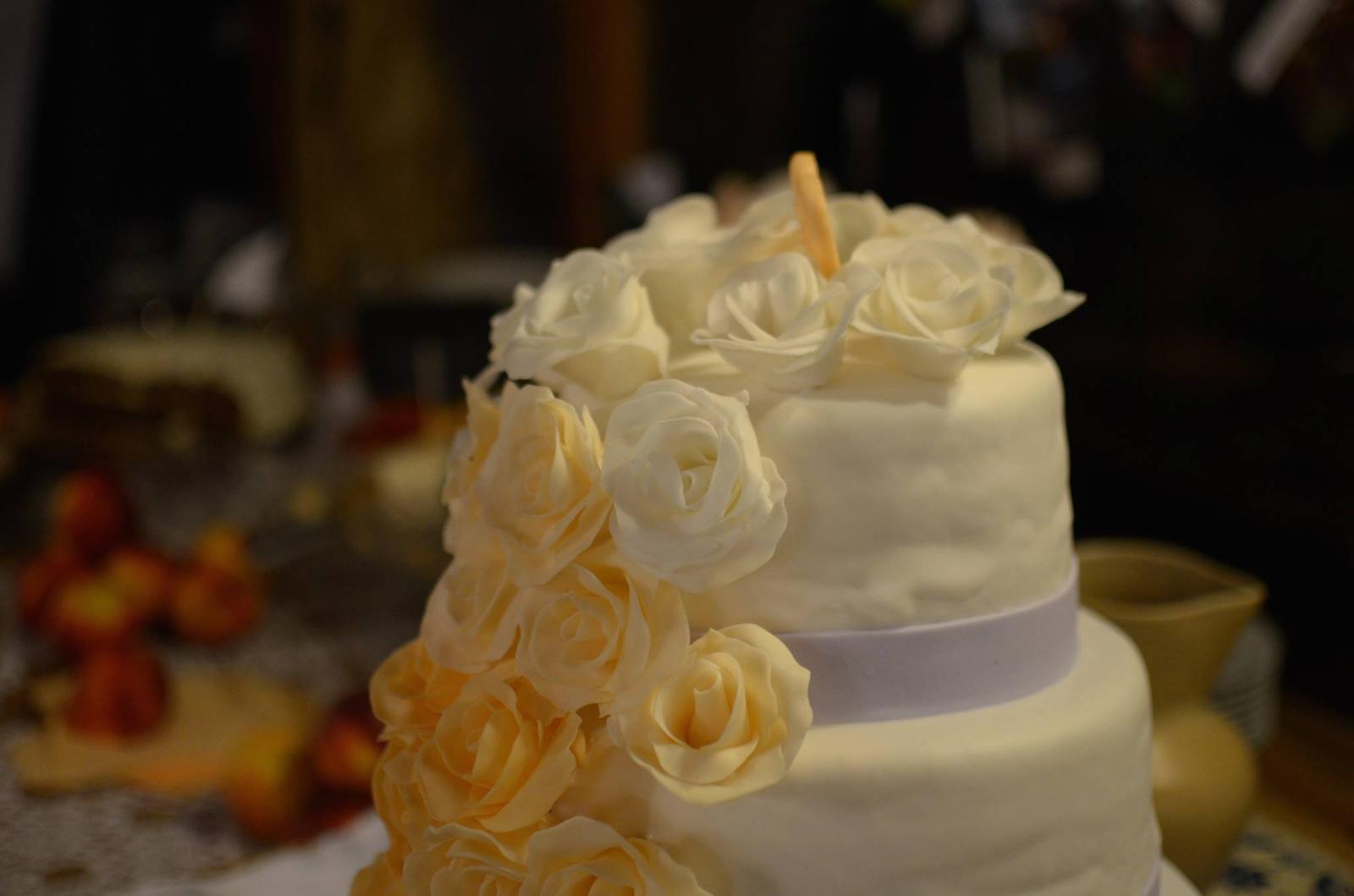 Nikol{{_AND_}}Ľudko - svadobná torta bola naozaj parádna! ako podľa predlohy :)