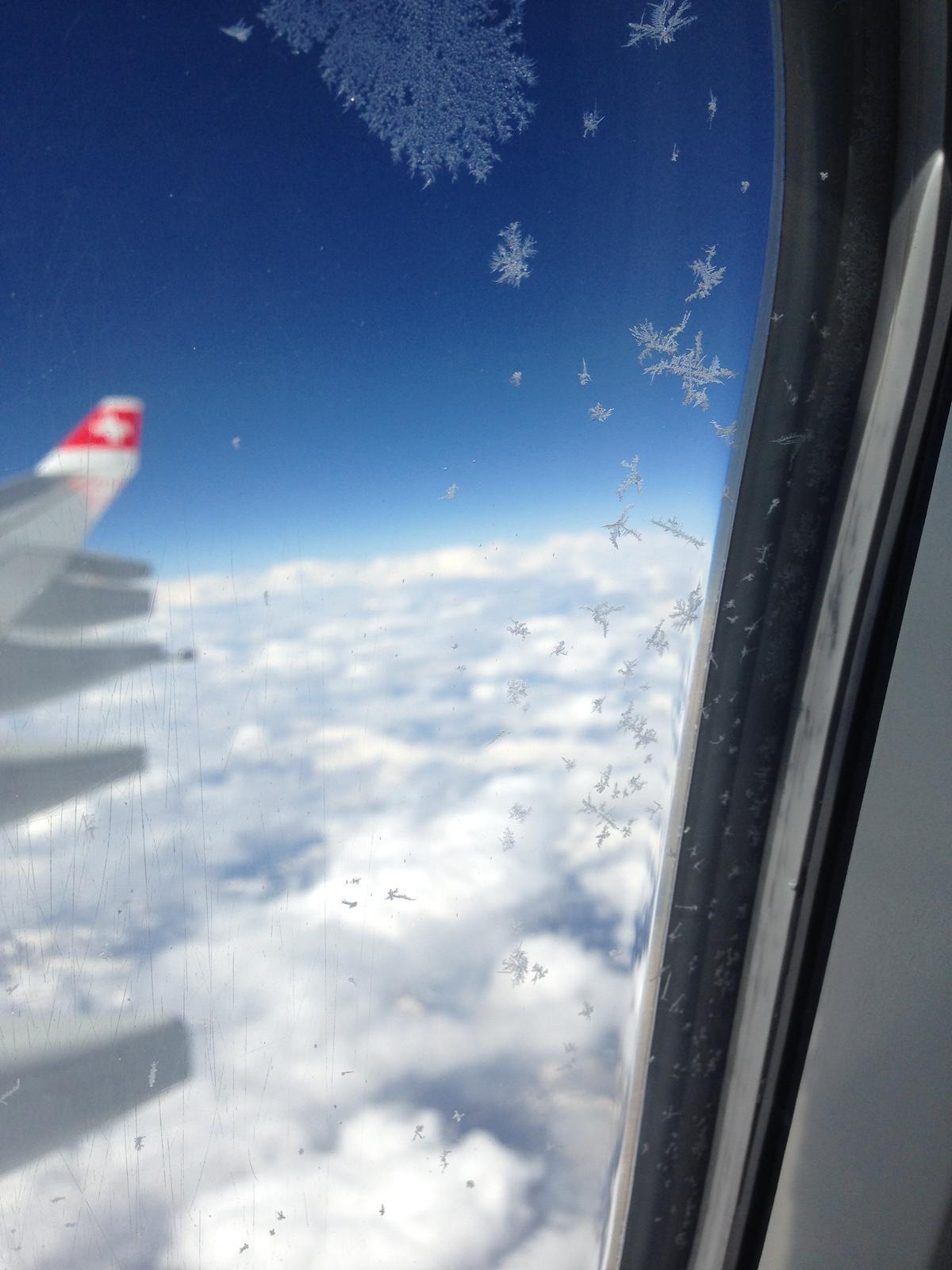 """""""If you can dream it, you can do it."""" - let bol dlhýýýý ale zbehol na počudovanie celkom rýchlo :) pohľad z okna bol veľakrát dychvyrážajúci, Zem je famozna planéta :)"""