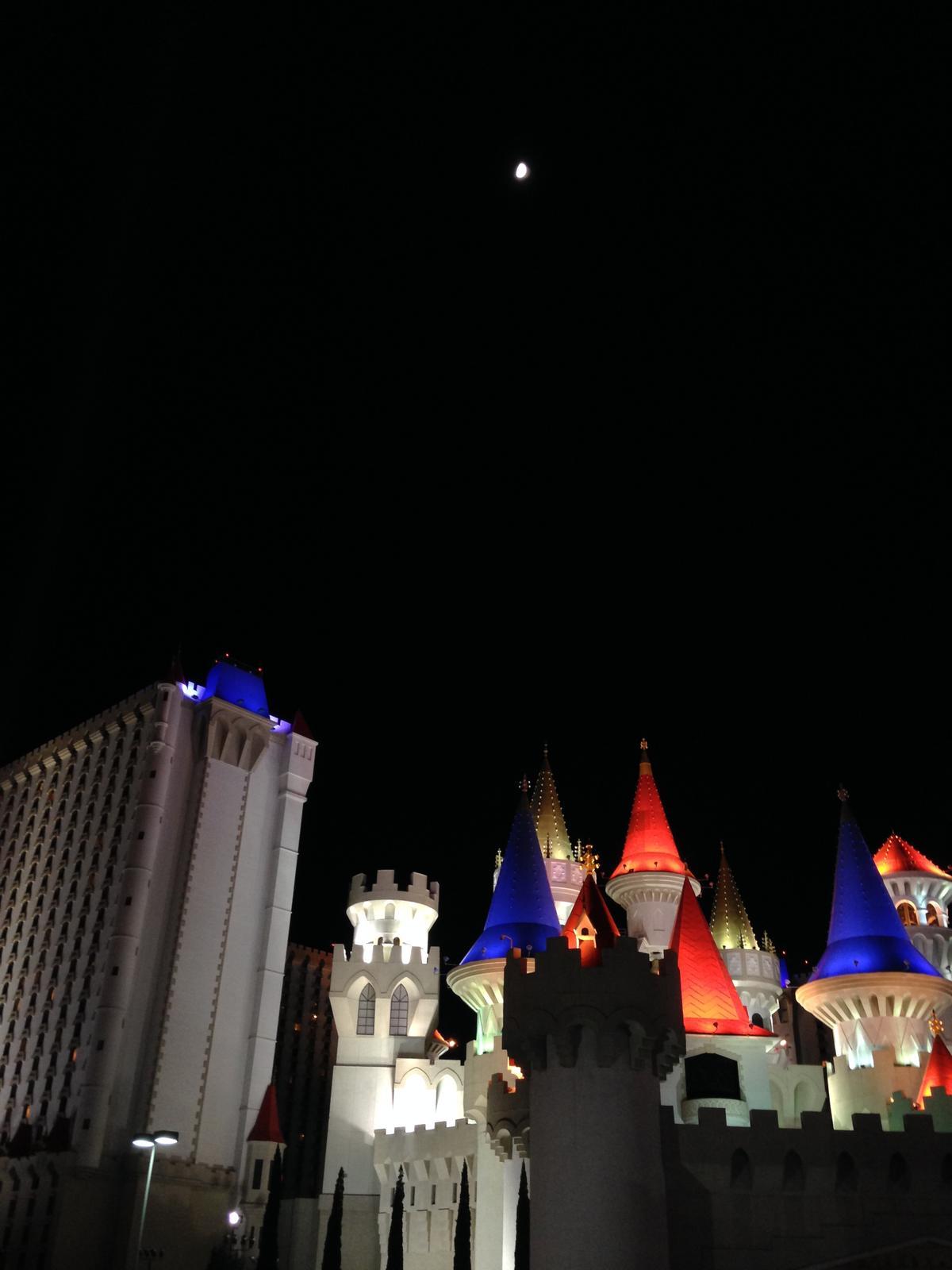 """""""If you can dream it, you can do it."""" - náš zámoček kde sme vo Vegas nocovali :D Excalibur"""