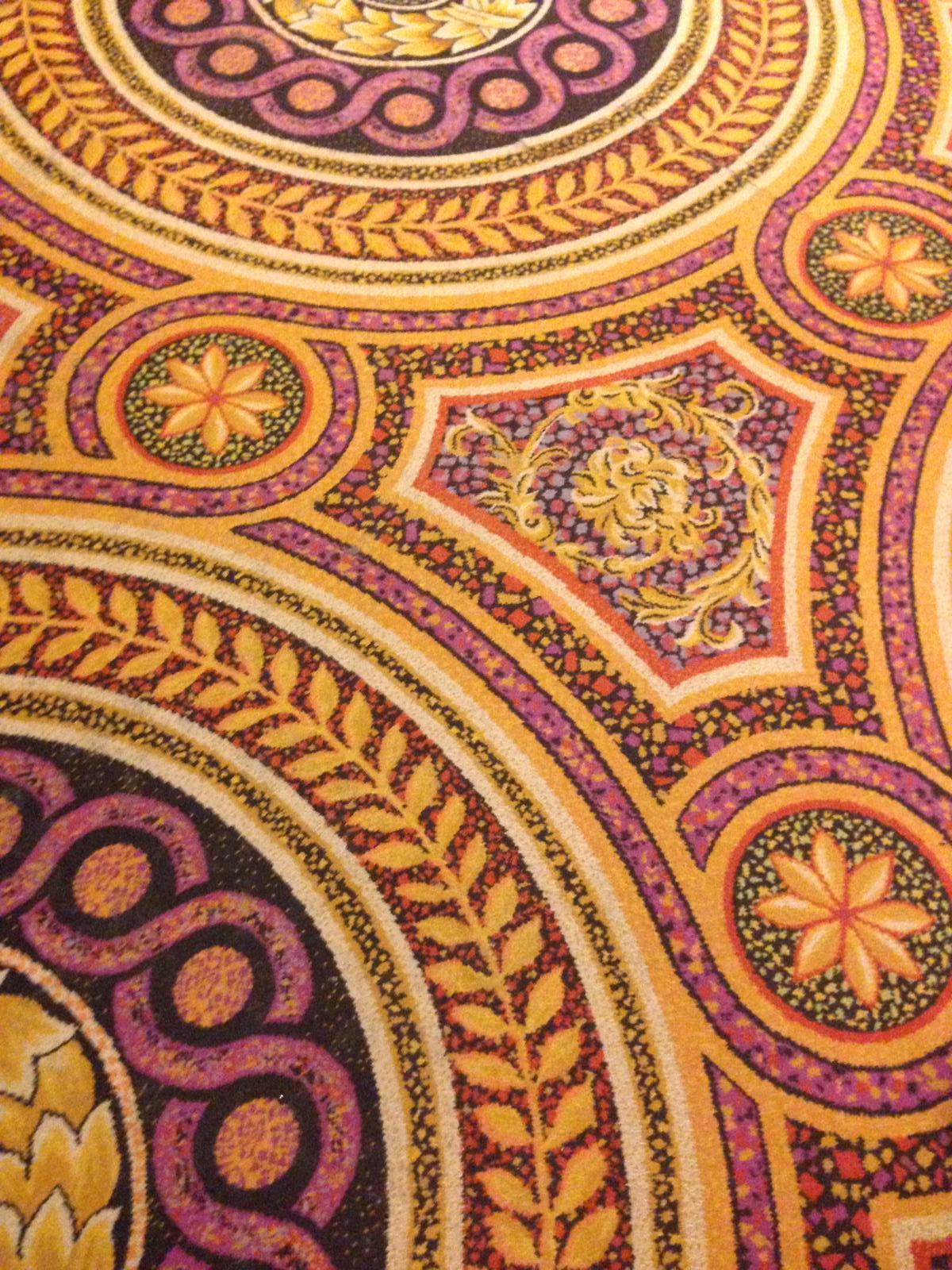 """""""If you can dream it, you can do it."""" - vo vnútri Bellagia to vyzerá naozaj parádne! - koberec"""