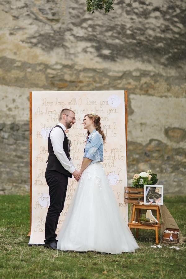 @lenocka195 my sme davali taketo magnetky, ktore boli namalovane tak, aby sa na nas podobali :-) hostom sa velmi pacili ❤️🙂 Na chrbate zenicha boli nase inicialky a datum svadby 😊 - Obrázok č. 2