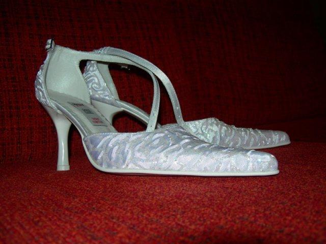 Nasa svadba - Zohnala som si topanky vo velkosti 35 a dokonca som sa za nimi ani nenabehala!!!! :) Tak sa velmi tesim a su krasne.