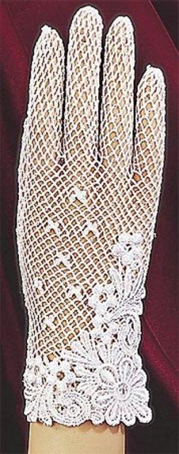 Nasa svadba - Taketo pekne som si skusala, ale nesli mi k satam a rukavice, ktore mali aj prsty, vyzerali na mna cudne, takze budu predsa len na jeden prst...