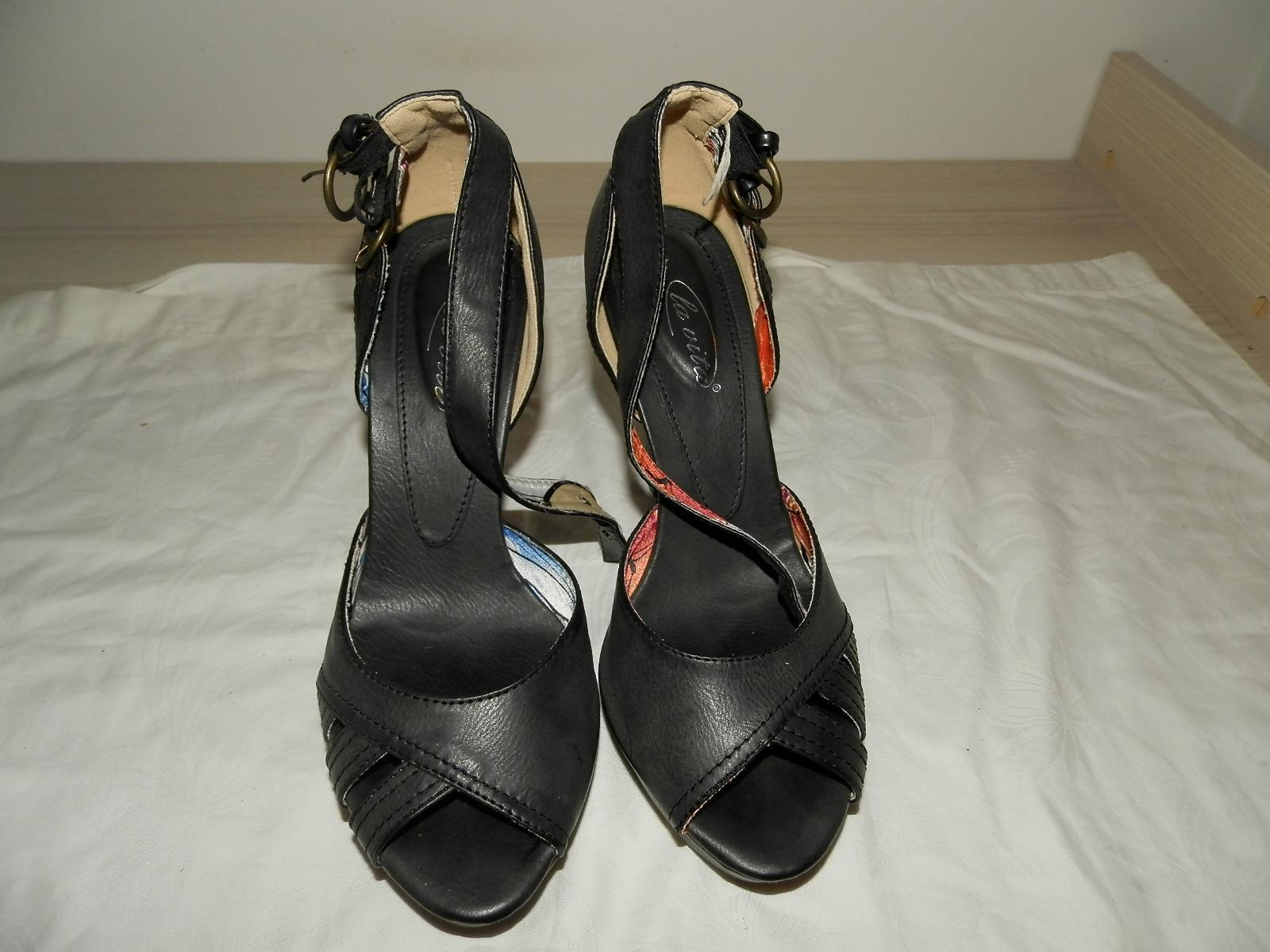 Nenosené štýlové sandálky 38 so zlatými opätkami - Obrázok č. 1