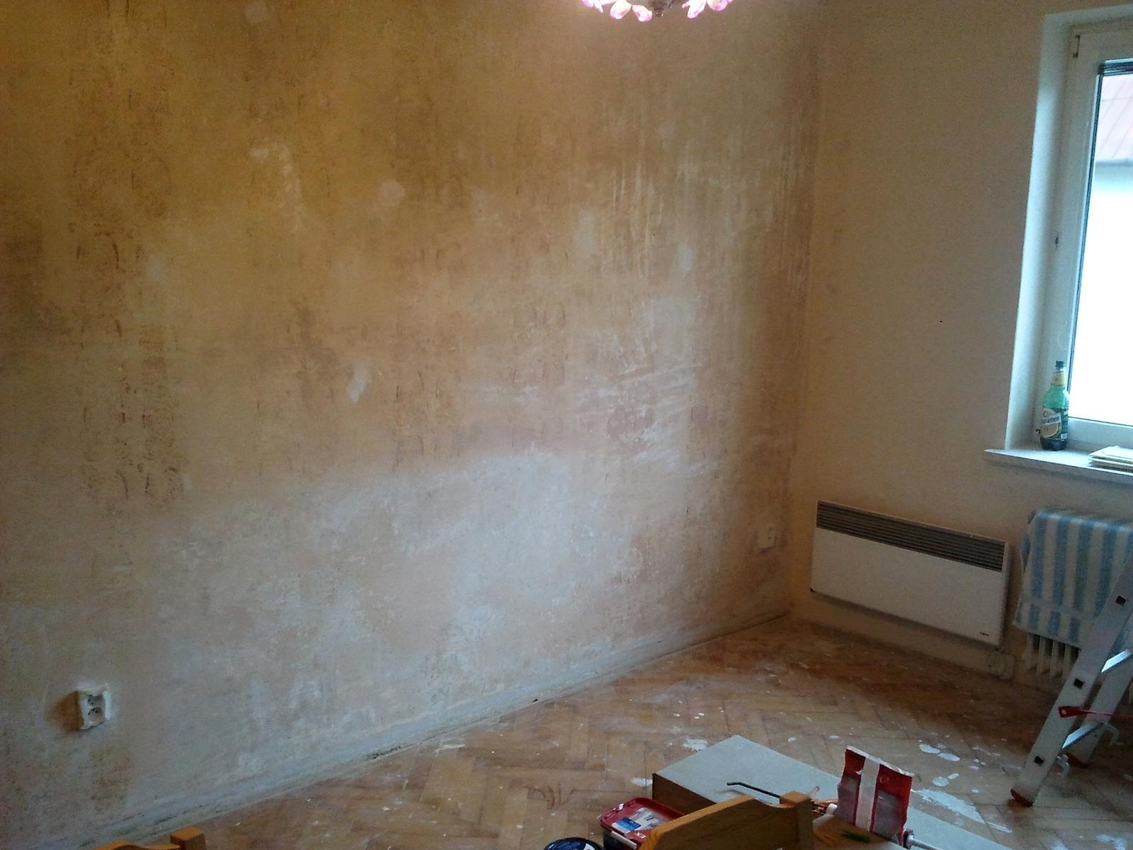 Práce v plném proudu - Na tuto stěnu příjde fialová s prvním nátěrem.