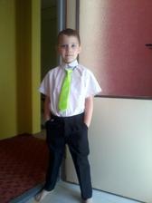 synovi došla kravata, chce ji pořád nosit :)