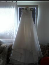 nachystány, vyžehleny, naškrobeny a čekají na svatební den