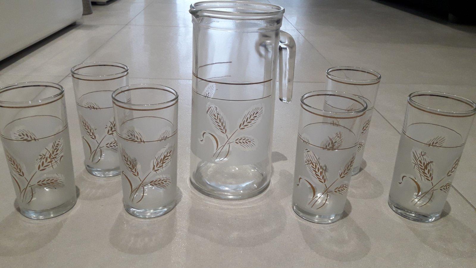Sklenený pozlatený ďžbán a poháre na víno - Obrázok č. 1