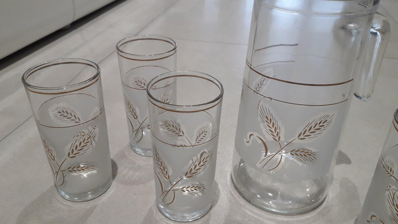 Sklenený pozlatený ďžbán a poháre na víno - Obrázok č. 2
