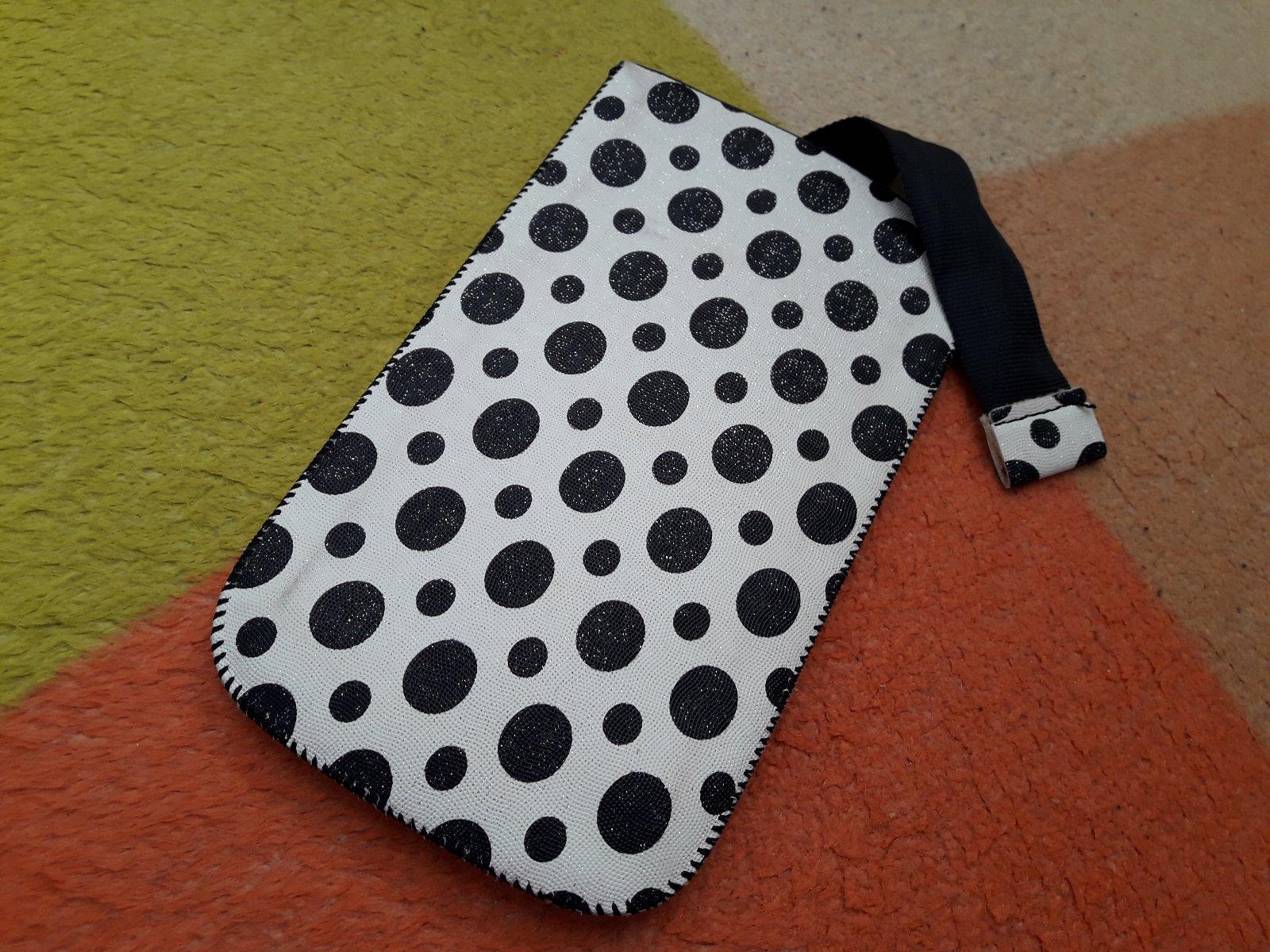 Puzdro na mobil - biely s čiernymi bodkami - Obrázok č. 1