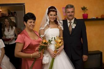 nevěstinka s maminkou a tatínkem