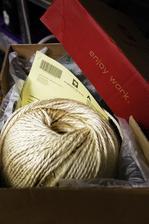 zásielka zo zahraničia nakoľko na slovensku majú asi sisalové lano pretkávané zlatom :)