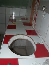 další část koupelny