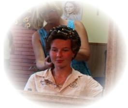 tetička kadeřnice se ze mě snažila učesat nevěst...