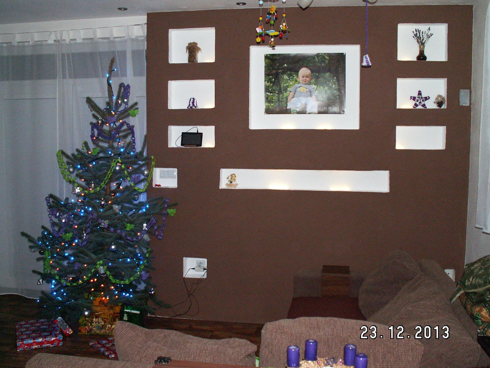 Hurá od 23.12.2010 bydlíme - stěna hotová a stihli jsme ji v termínu - 22.12. jsme malovali:-)