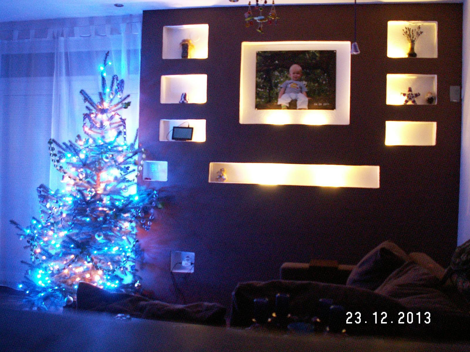 Hurá od 23.12.2010 bydlíme - a svítí - i se stromečkem