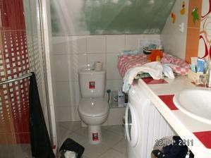 záchod taky funkční, pračka pere, a místo nad ní jako přebalovák super a kompletní :-)