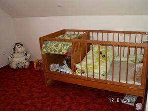 Už máme velkou holku, která spí v pokojíčku sama a vůbec jí to nevadí :-)