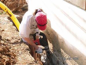 11.4.2009 jsme začali dělat drenáž, kolem domu,,,
