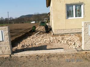 budujeme naši přistávací dráhu :-)
