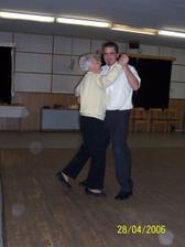 manžel s babičkou - úžasnou, letos 07´ jí bude 85 a její první očekávaný pravnouček/vnučka má termín kolem jejích narozenin :-)