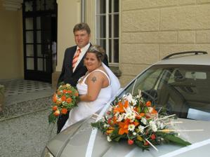 Na památku s kytičkou na autě, při cestě zpět nám ulítla :-(
