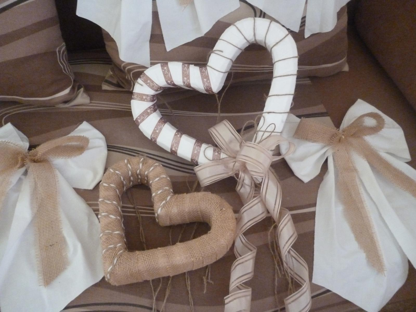 Srdce a mašle na dekoraci sálu - Obrázek č. 2