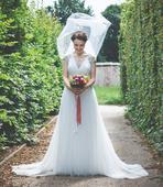 Svatební šaty s vyšíváním na zádech, 36