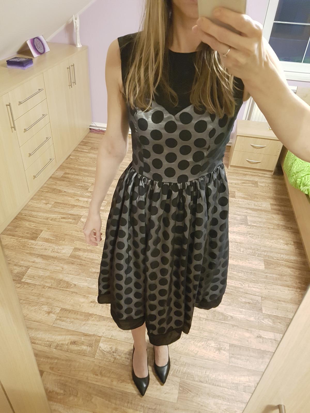 Společenské šaty s puntíky vel. 38 - Obrázek č. 1