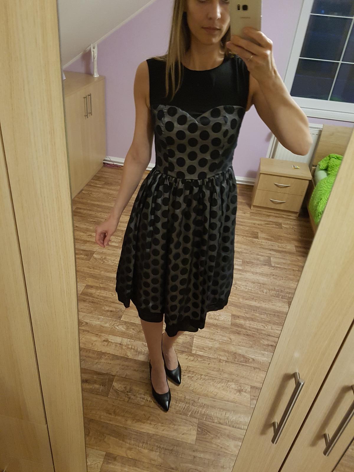 Společenské šaty s puntíky vel. 38 - Obrázek č. 2