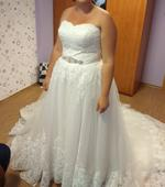 Princeznovské svatební šaty s dlouhou vlečkou, 44