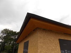 28.8.2015 - 7. den stavby - podbytí střechy a okapové svody