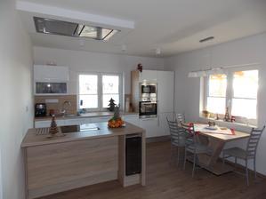 nový jídelní stůl + světla v kuchyni