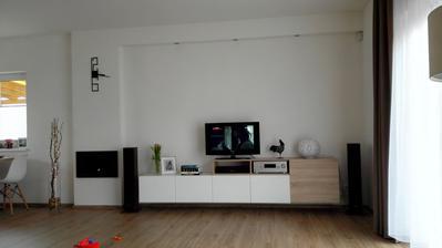 Nová obývací stěna, ještě nám chybí ta štěrka a doplňky...