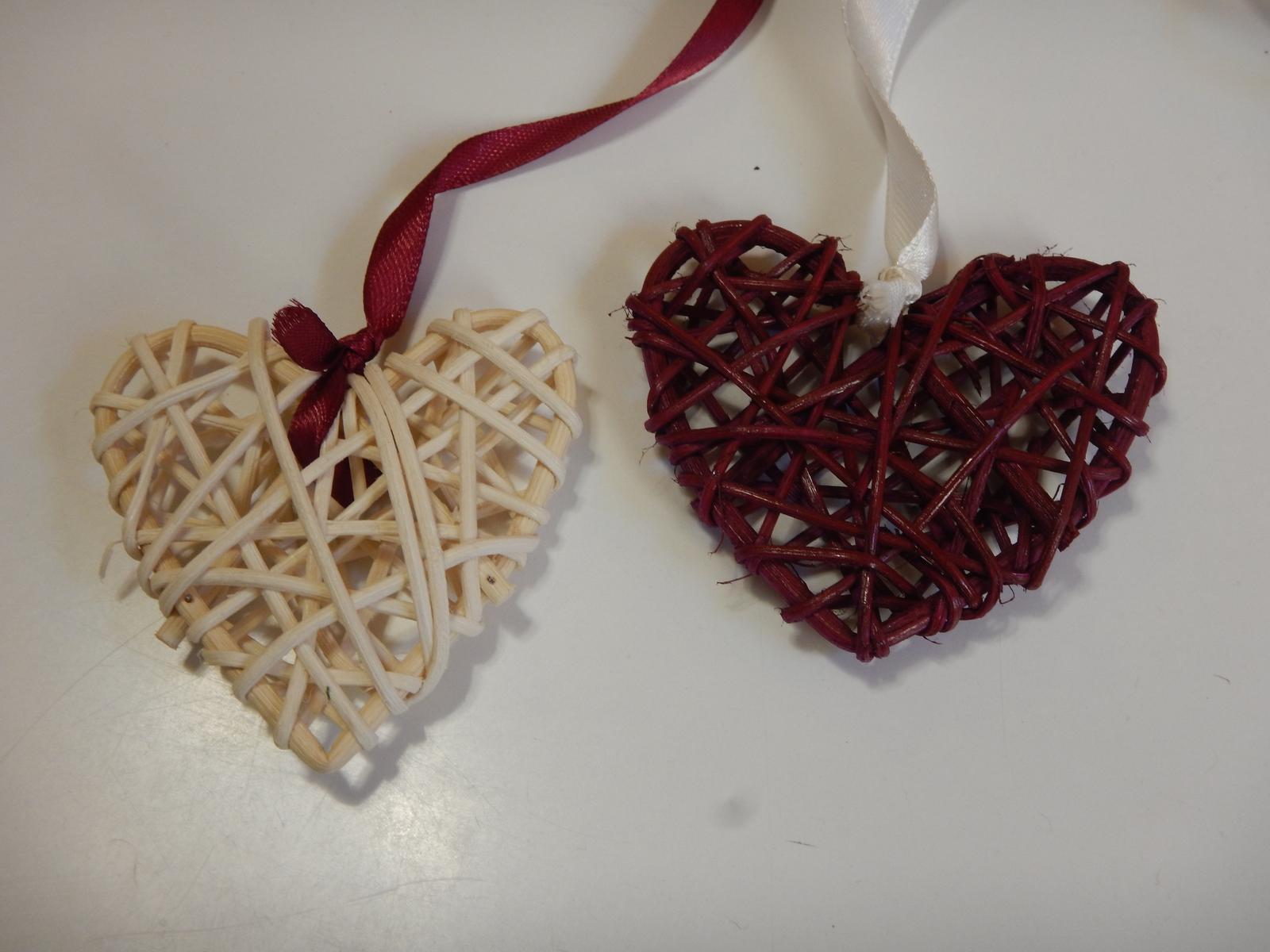 Řetězy z ratanových srdcí - Obrázek č. 1