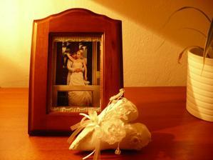 Na památku k uložení - kytička kterou jsem měla v kytici a zapíchnutá sponečka v srdíčku