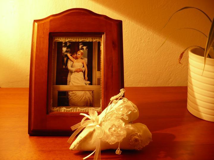 Anna{{_AND_}}Michal - Na památku k uložení - kytička kterou jsem měla v kytici a zapíchnutá sponečka v srdíčku