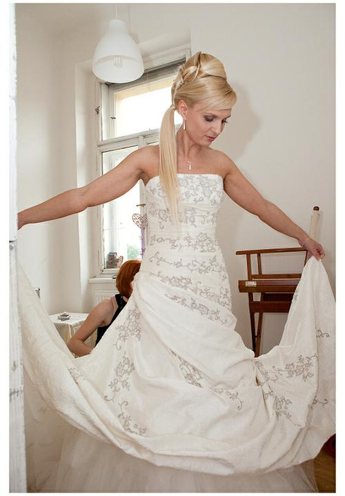 Anna{{_AND_}}Michal - čerstvě namalovaná a učesaná .... tak šup do šatů